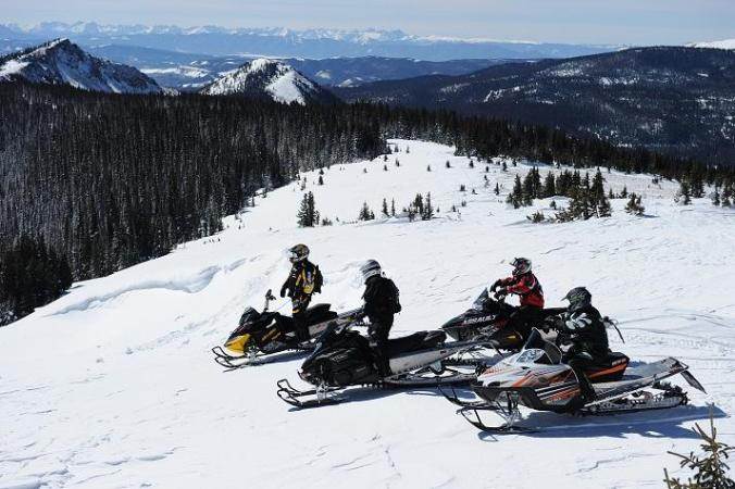 snowmobiling-3-on-two-top-mountain